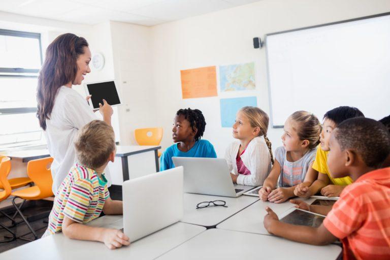 Escuela digital: cada alumno dispone de un ordenador