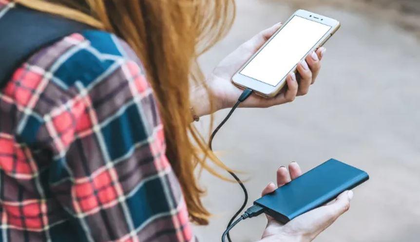 Un power bank ayuda a que la batería del móvil no baje tanto
