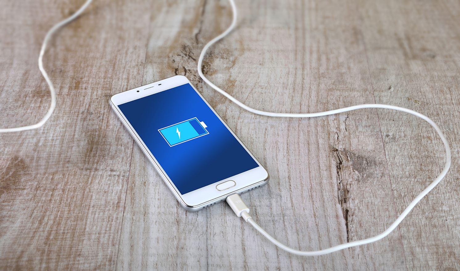Para una carga eficiente y rápida del móvil, el cable del cargador debe estar en buen estado